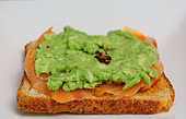 Photo de la recette Tartine de saumon fumé à l\'avocat